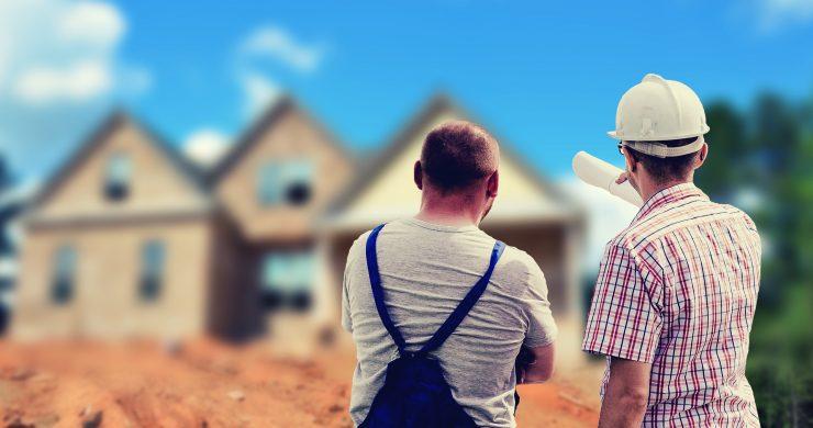 Rekonstrukce od základů po střechu: Na co se připravit?