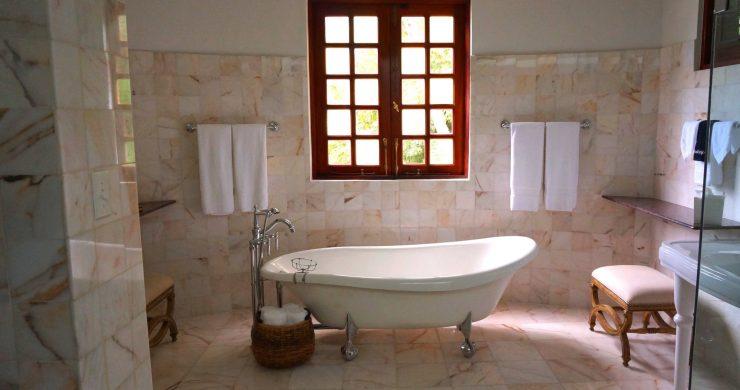 Rekonstrukce od základů po střechu: Jak na koupelnu?