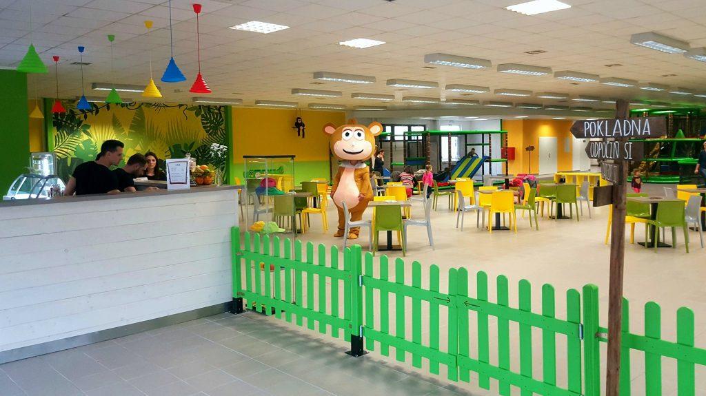 Zábavní centrum pro děti přímo svádí k dovádění.