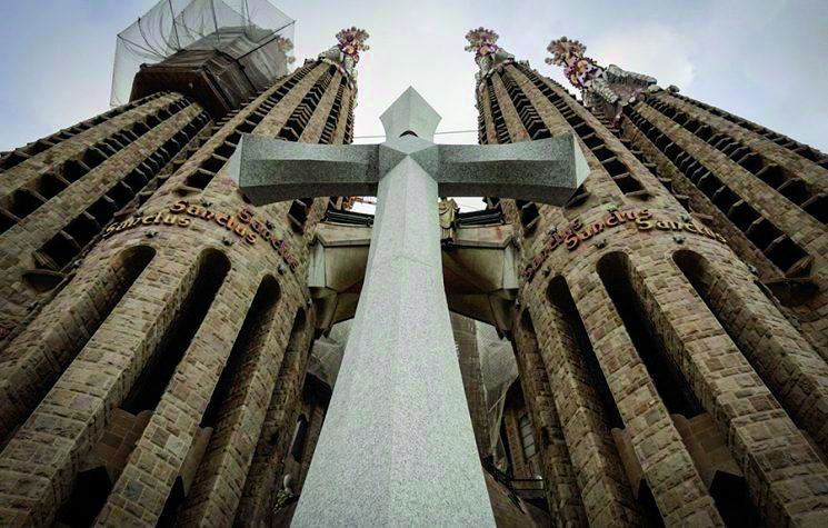Vítězný kříž na katedrála Sagrada Família v Barceloně