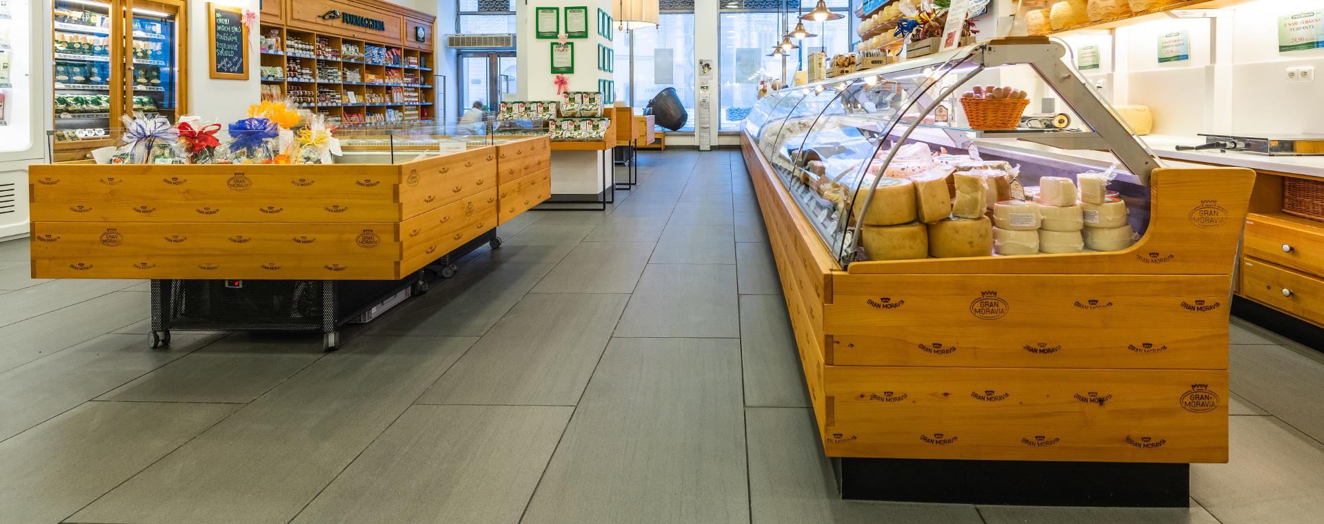 Reference: Nová velkoformátová podlaha zdobí prodejnu La Formaggeria vOlomouci