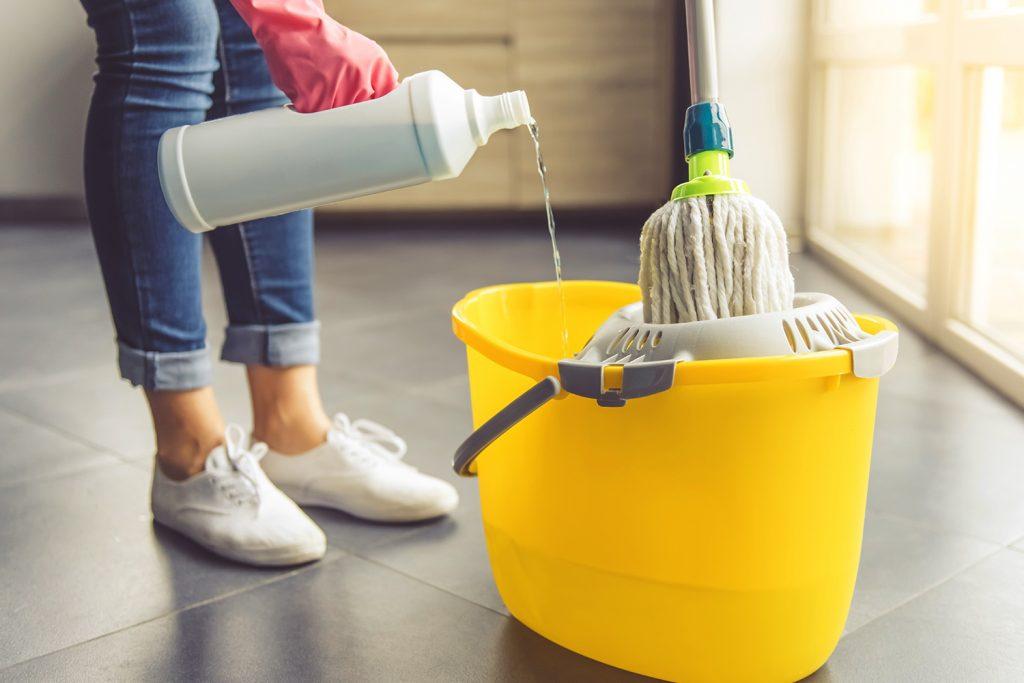 čištění vinylové podlahy