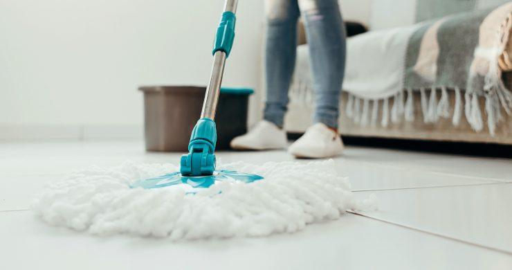 Jak na vinylové podlahy, aby vypadaly jako právě položené?